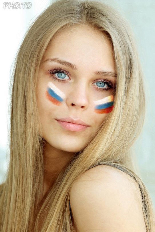 Put on virtual face painting with Russian flag
